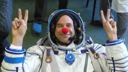 guy_laliberte_space_suit.jpg